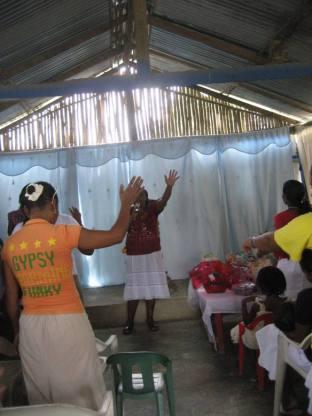 Colombian women pray