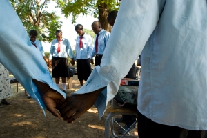 Participants in an MCC-sponsored peace club in Lusasa, Zambia end their meeting with prayer. Copyright:Matthew Zylstra Sawatzky
